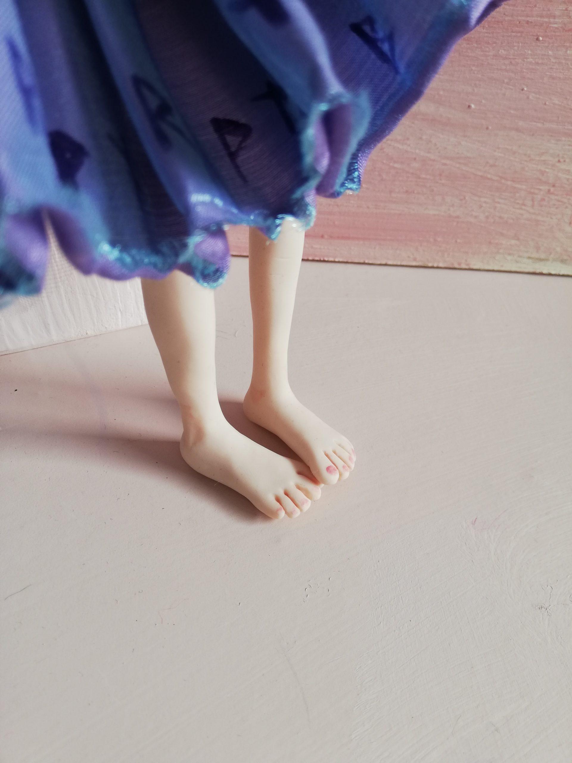 Art Doll's feet